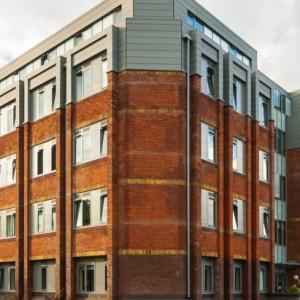 03-fresh-student-living-london-central-studios-ealing-01-entrance-photo-03-990×411.jpg