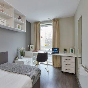 Saw-Mill-Huddersfield-Classic-Ensuite-Bedroom-Image.jpg
